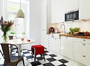 北欧简约实用的厨房餐厅连体