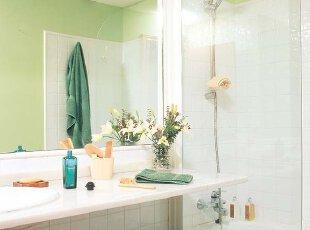 缓和疲劳清新绿 彩绘美化卫生间