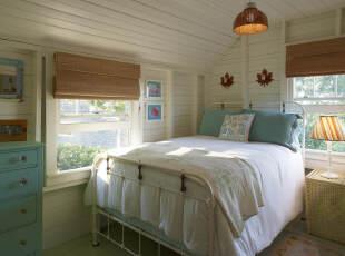 蓝色清新阁楼卧室装修设计