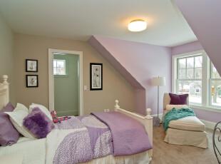 紫色浪漫阁楼卧室装修设计
