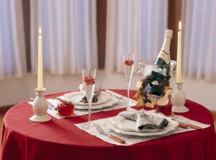 简约餐厅布置的情人节烛光晚餐