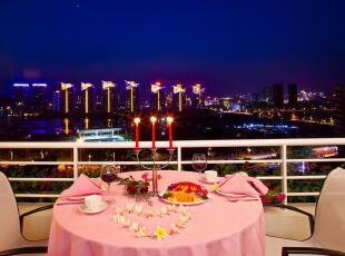 阳台是筹备烛光晚餐最浪漫的地方