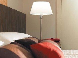 白色素雅的现代风格 干脆利落的简约卧室