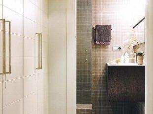 衣柜平行卧室墙体 低调巧隐藏
