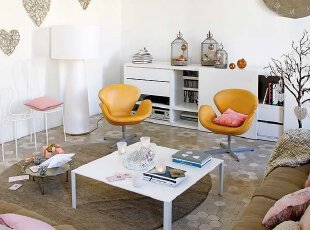 橙色座椅领衔 主导客厅休闲区