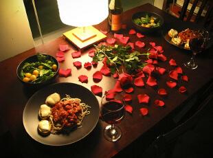 情人节布置餐厅的秘密约会