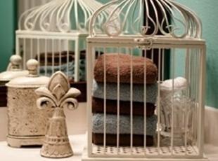 干净的小毛巾与其用平淡无奇的储物篮安放,不如让鸟笼给卫生间的家庭收纳添加一点新奇元素。