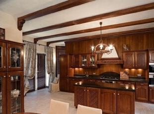 用木质家具  打造出来的厨房