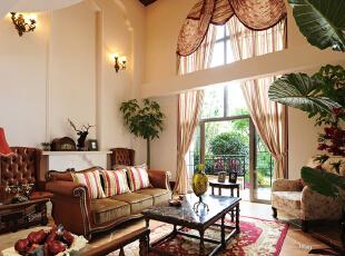 高挑的落地窗  修饰宽敞休闲居