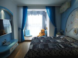 温软的落地窗台 和小熊作伴