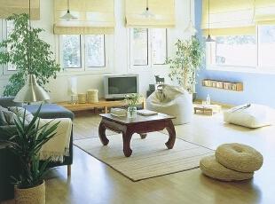 日式装修的客厅 低矮设计的家具