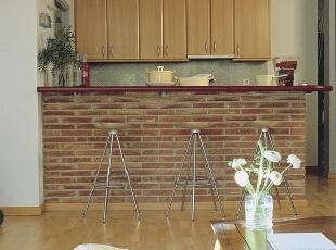 橱柜露出裸墙吧台厨房