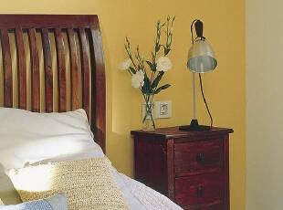 多抽屉床头柜 更多卧室存储