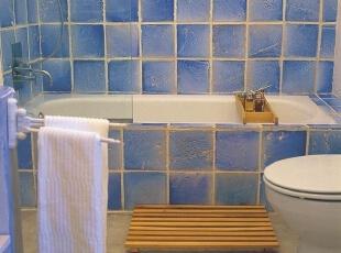 """浴缸上置玻璃 卫生间以""""省""""为主"""