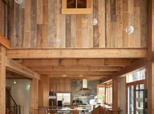 双层木质装修 给你木质别墅的感觉