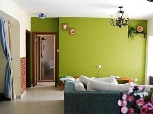 绿墙打破客厅单调