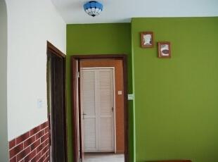 仿制衣柜的卫生间门