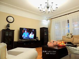 家具以深色为主,体现了美式风格的稳重,然而不失品味。