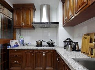 厨房色调与整体相统一