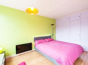粉绿卧室墙 清新自然美