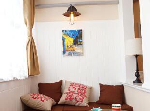 主卧阳台~窗台下部分和整个墙面都用防腐木抽槽,转角矮柜和茶几真是午后休闲好角落呢~