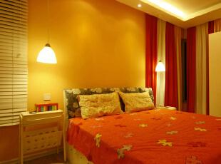 黄色的暖光源,给人一种温馨的感觉。卧室的光线暖一些,暗一些,有助于我们的睡眠。
