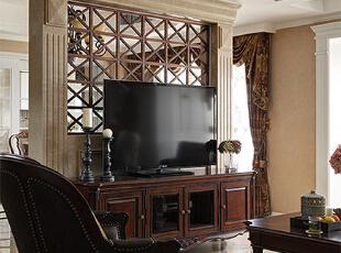 与玄关的金属镂空隔断相呼应,客厅,美式,电视墙,