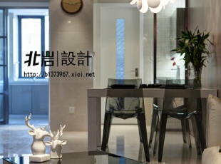 """客厅茶几与餐椅材质的选择上,都在突出""""风移影动""""的光影关系,客厅,现代,"""