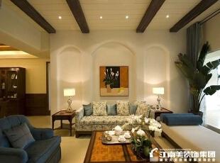 客厅的沙发背景墙采用拱形门装修,一副简单的画更是富有艺术气息。,客厅,