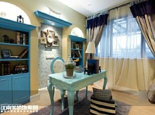 书房的薄纱窗帘设计能让书房很好的吸收阳光。,书房,