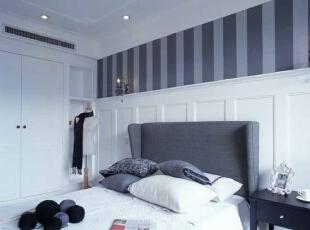 卧室的衣帽柜旁边做一个格子可以存放许多杂物。,卧室,