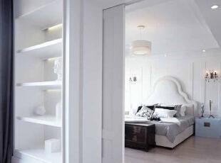 卧室进行了简单的吊顶,让整个卧室看起来美观大方。,卧室,