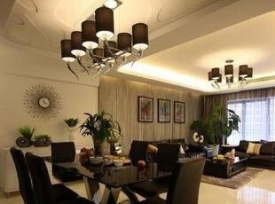 在简约风格的屋里我们采用了复杂的吊顶,这样使整个餐厅看起来很大气。,餐厅,