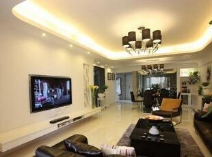 客厅的电视墙没有采用任何装饰,白色的电视墙跟整个屋子融为一体。,客厅,
