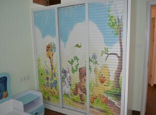 儿童房的壁柜上我们采用了卡通图案的喷绘。,儿童房,