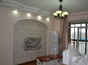 客厅的电视墙采用拱形门设计,特别有田园风格的韵味。,客厅,