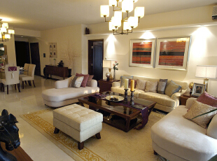 客厅沙发背景墙的几个射灯让整个客厅明亮起来。,客厅,