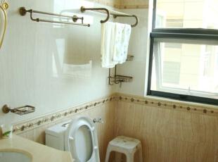 洗浴间的置物架也是经过精挑细选的,别具一格,卫生间,
