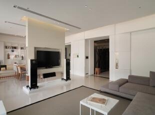 电视墙的设置非常巧妙,既保留了简约的风格,也能让客厅和餐厅隔而不断,空气流动性增强,视觉上更显开阔。,客厅,