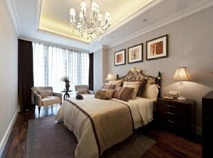 卧室采用了吊顶设计,看起来美观大方。,卧室,