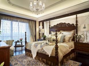 超豪华气派的古典贵族床,霸气十足,配上同系列的梳妆柜和床头柜,整体散发出欧式贵族的气息。,卧室,
