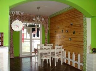 餐厅的墙面做了一个拱门,让人仿佛置身于花园之中。,餐厅,