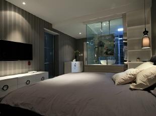 卫生间和卧室在一起我们用玻璃来隔断,玻璃上加一幅画可以让整个卫生间更美观。,卧室,