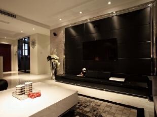电视墙我们采用了少见的黑色,让整个客厅看起来更加豪华。,客厅,