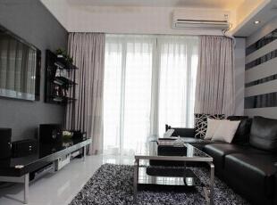 客厅的薄纱窗帘设计可以让客厅充分的吸收阳光。,客厅,