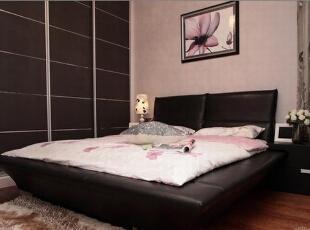 一副简单的画可以让整个卧室充满活力。,卧室,