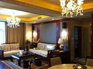 客厅全部采用红木家具,加上红木的沙发背景墙非常的搭。,客厅,