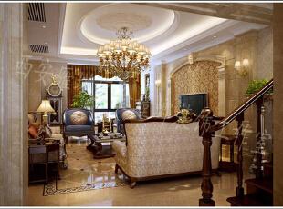 金色为主色调的装饰,给人金碧辉煌的感觉,采用皮质感十足的沙发搭配软垫,给人十足的生活质感,加以绿色植物点缀,平添生机。,客厅,