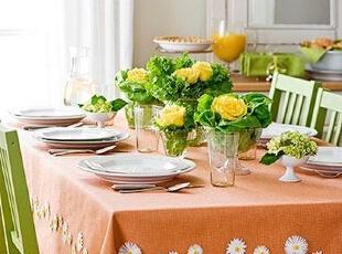 橘色餐桌布置