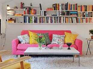 粉色沙发书架